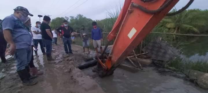 ラプラプ市長、大雨で冠水が多いバランガイへ・・・のサムネイル