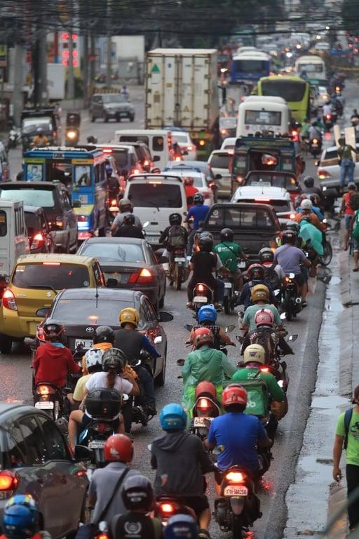 マンダウエシティで大渋滞のサムネイル